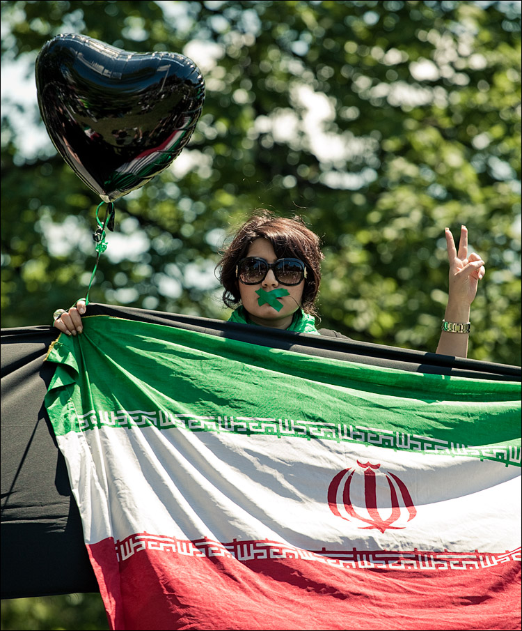 girl_iran_flag_queens-park_01.jpg
